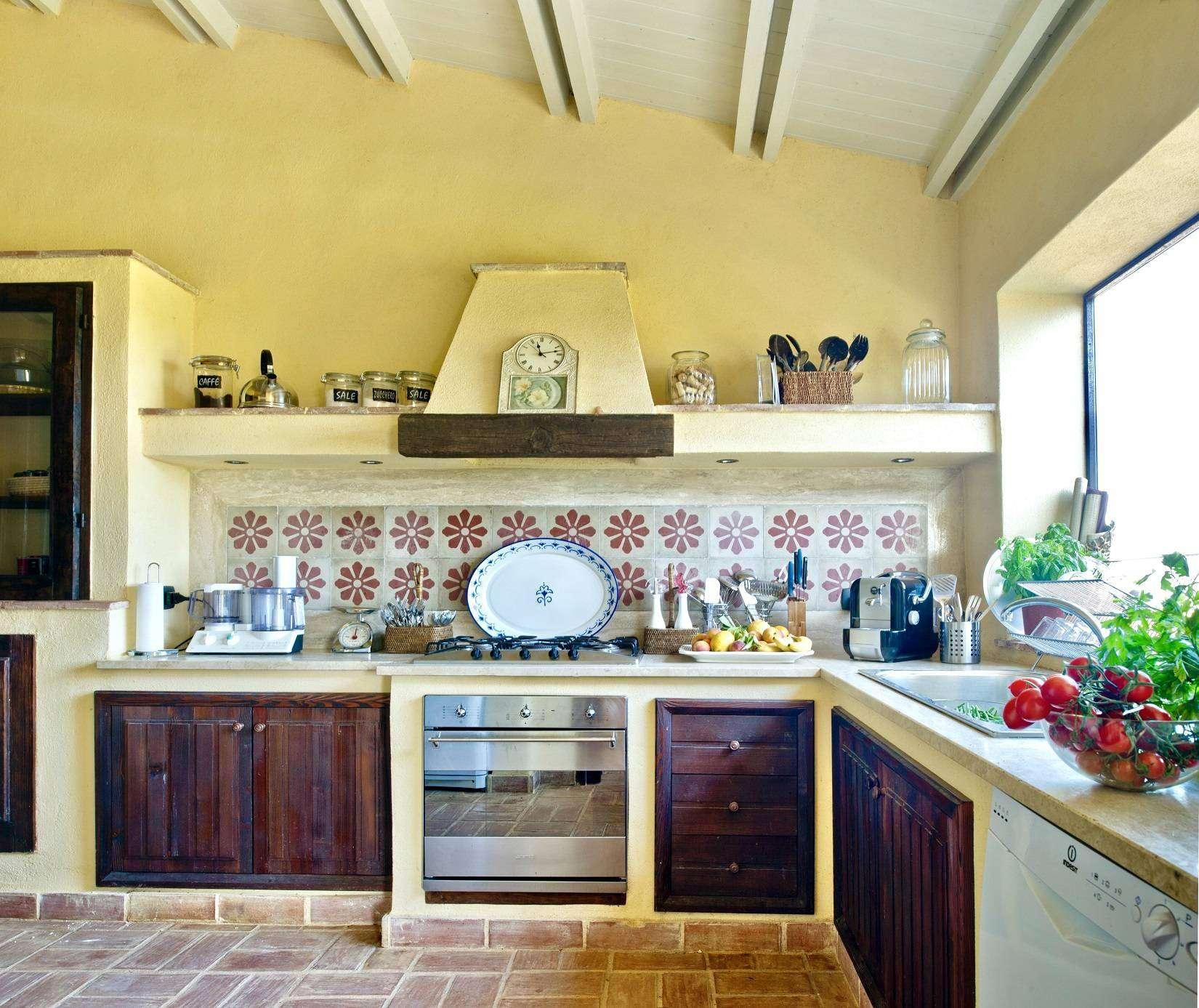 10 Afrodite Kitchen