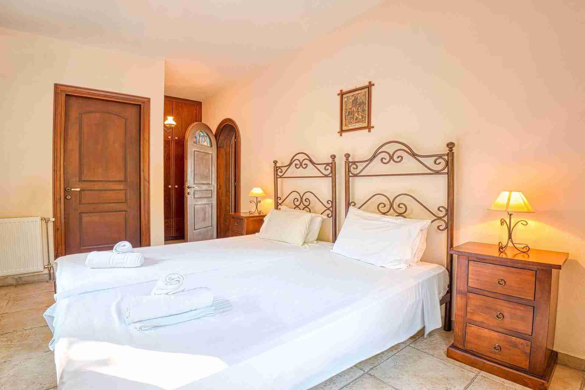 14 Febe twin bedroom