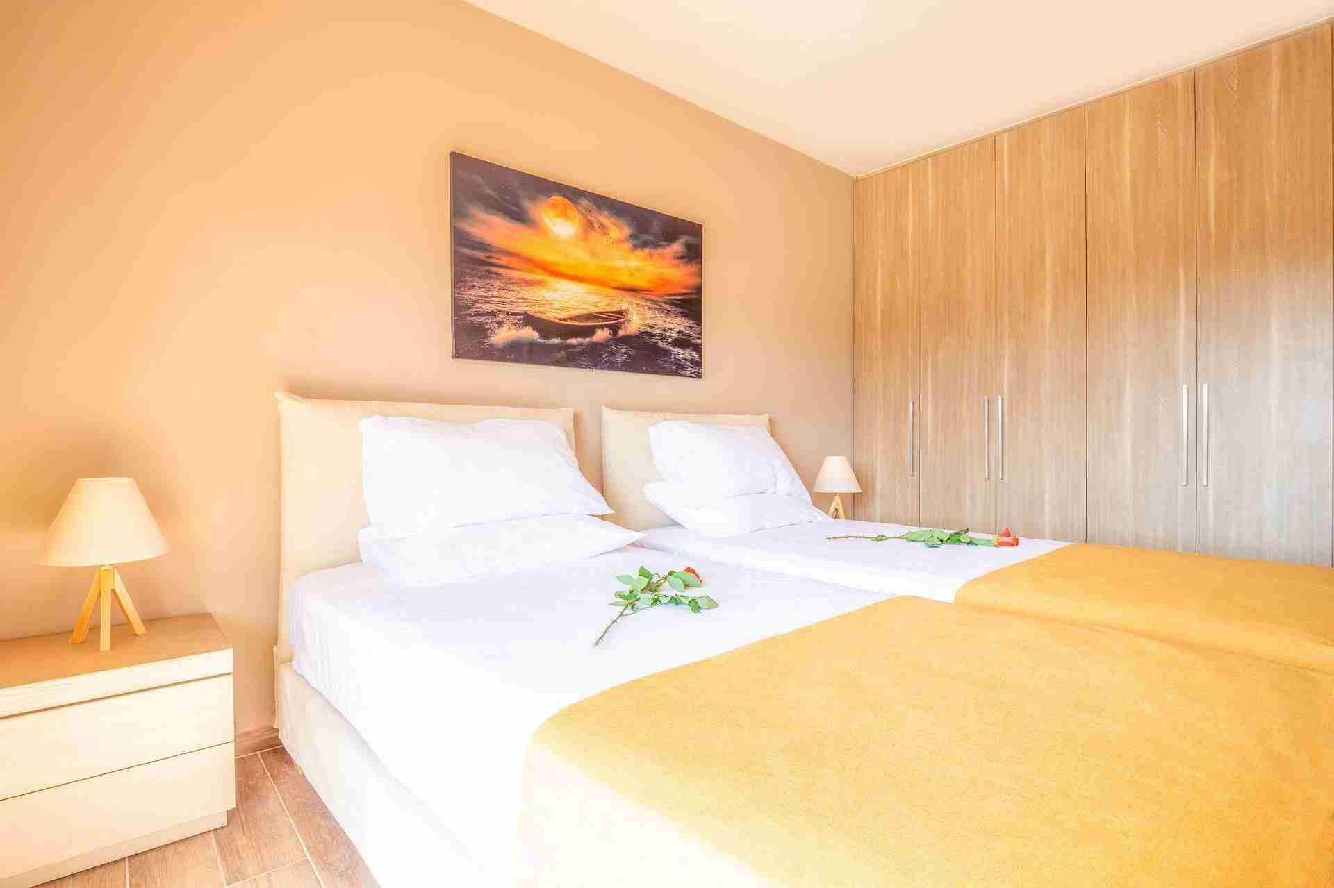 17 Petra twin bedroom