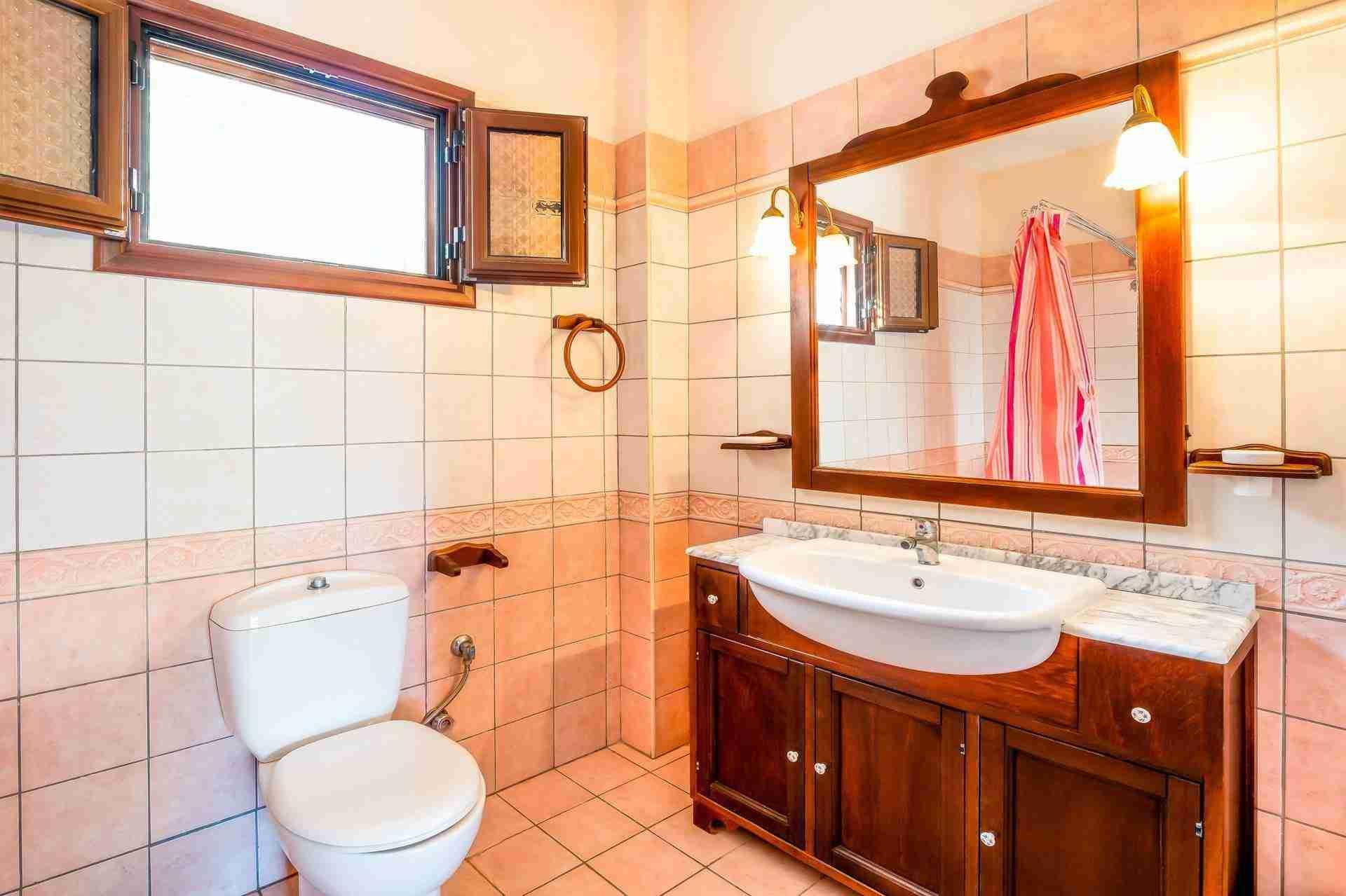 16 Febe bathroom