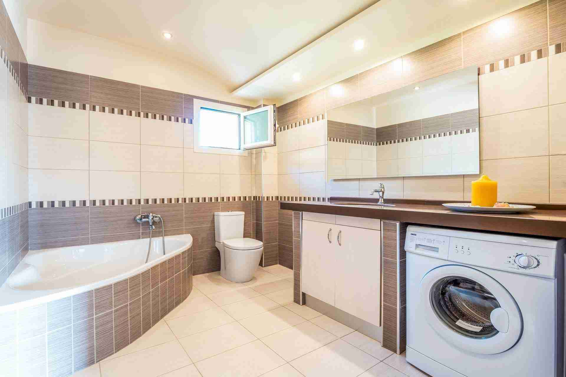 14 Petra bathroom