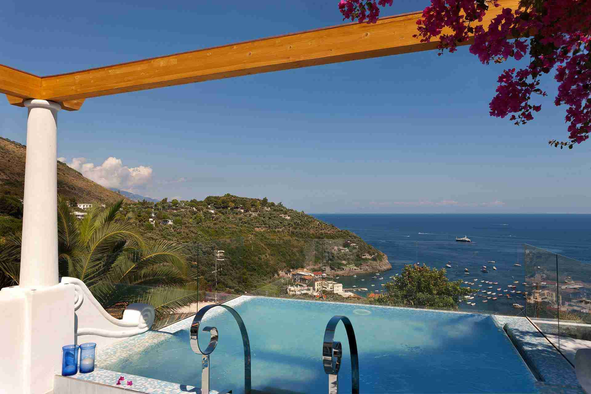 10 perla pool with view
