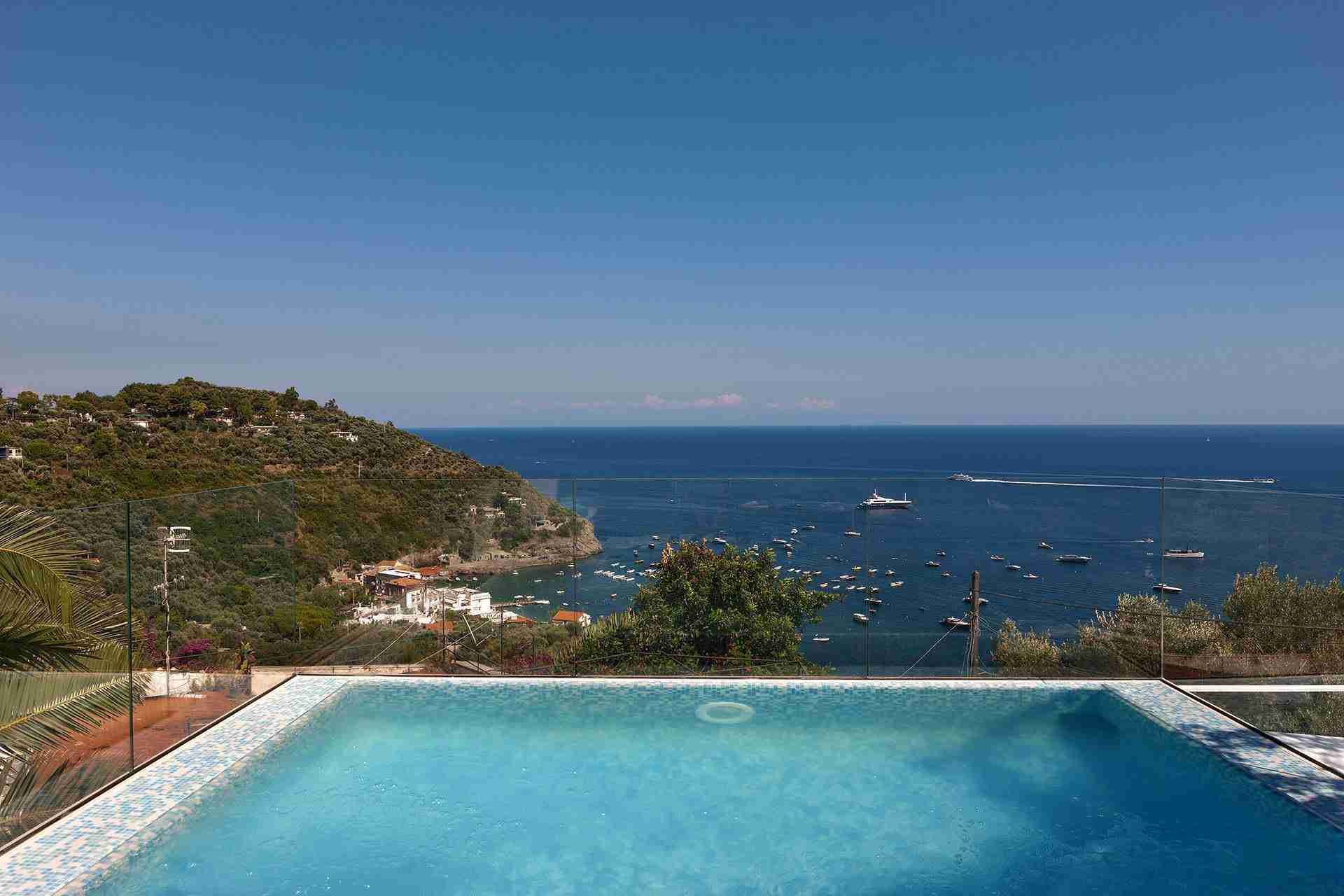 11 perla pool with view