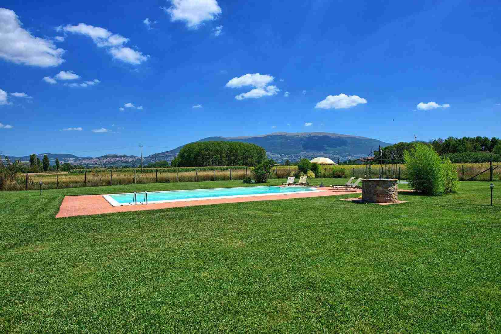 1 Assisi garden with pool