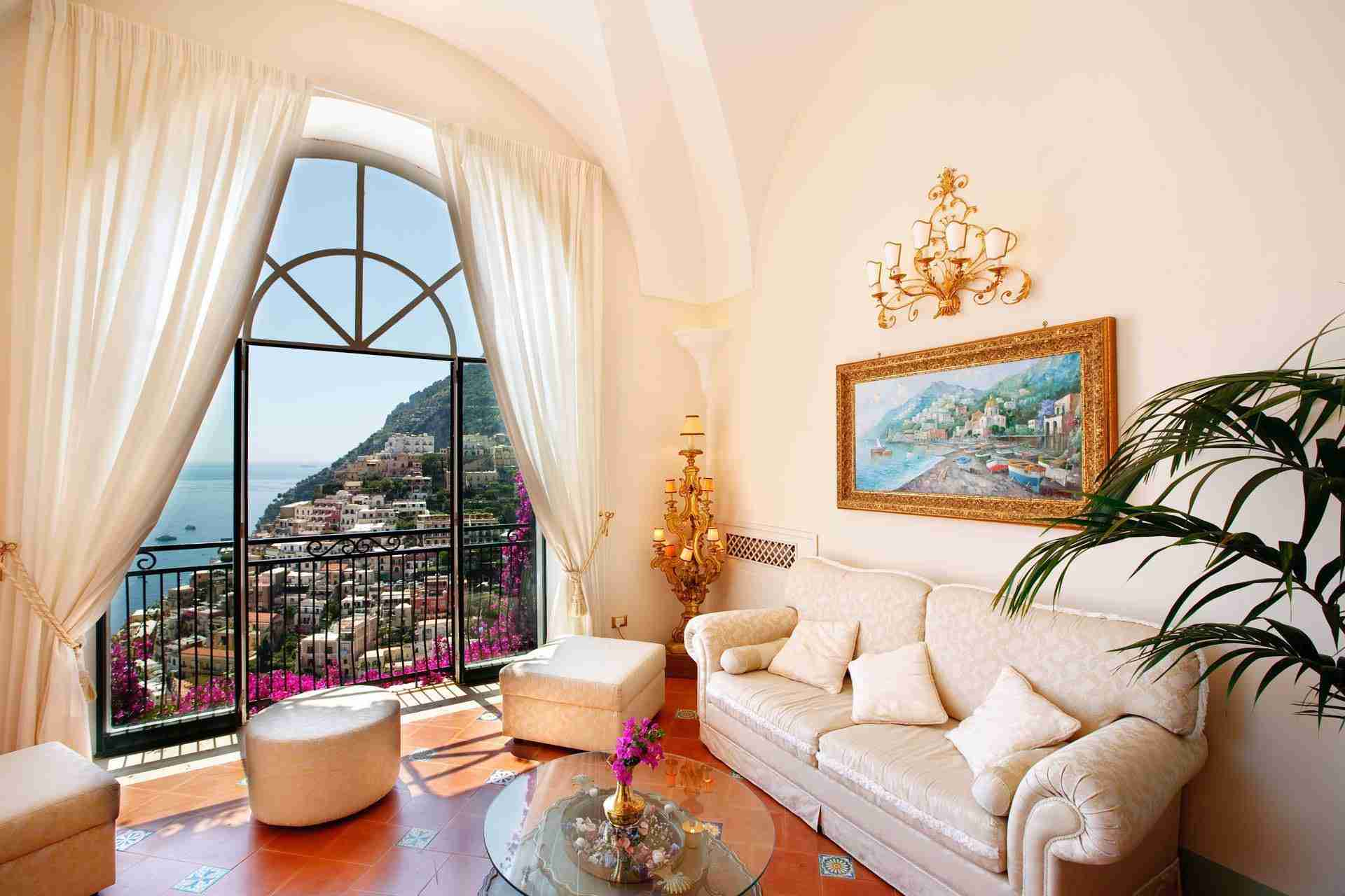 10 Positano Living room
