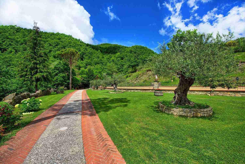 10 Etruria Garden