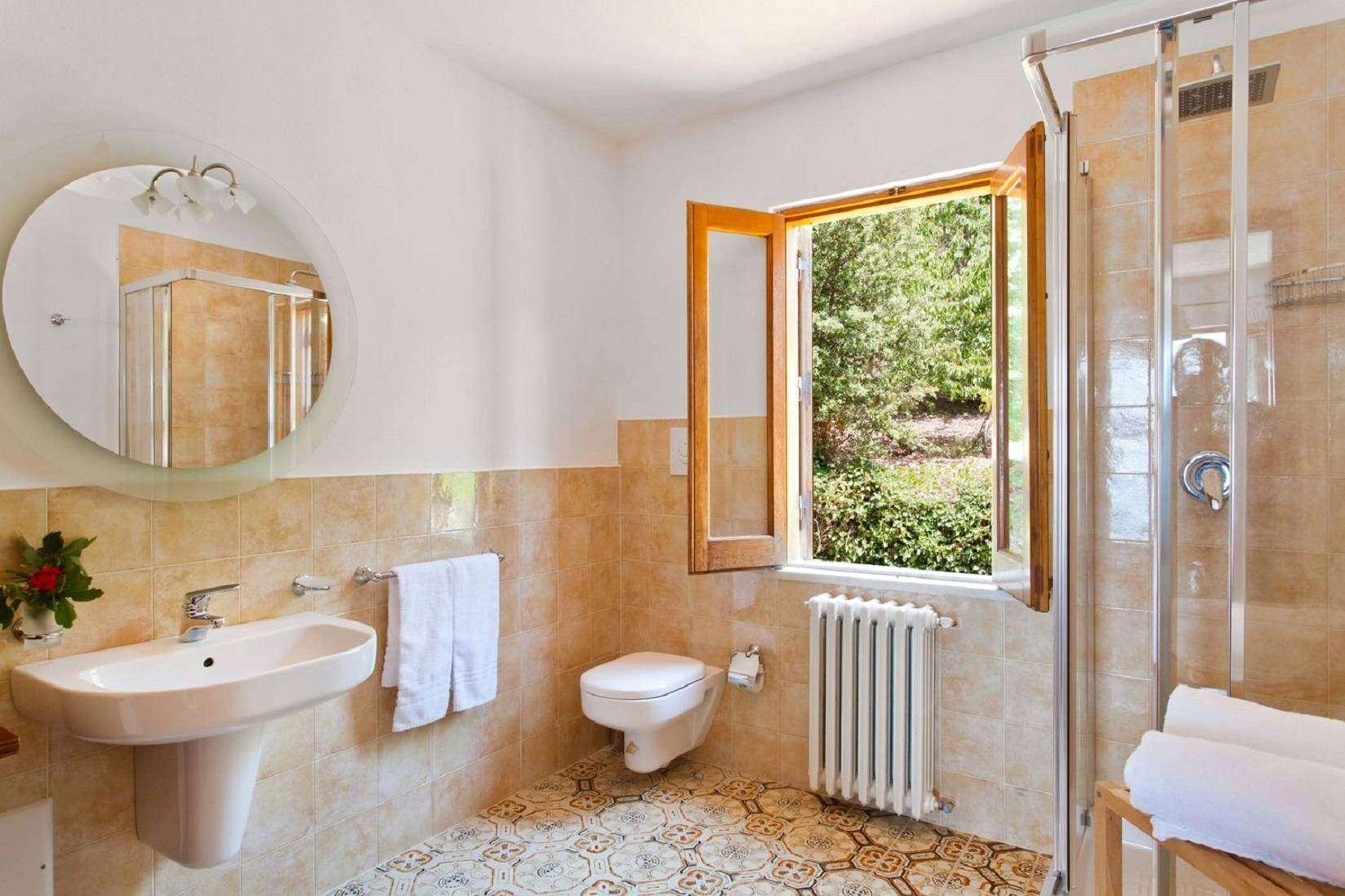 10 La Rocca Bathroom