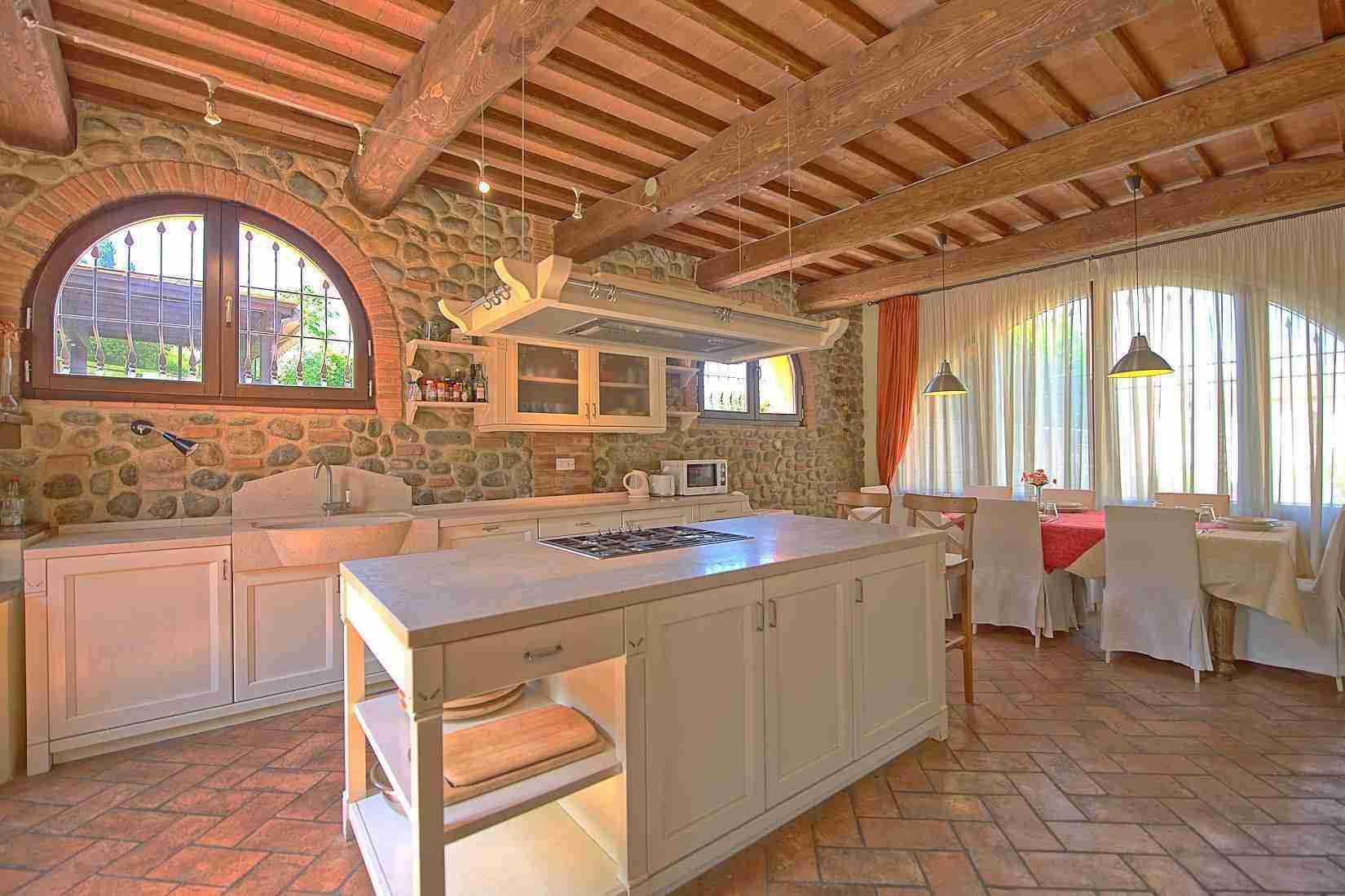 10 Ranieri kitchen