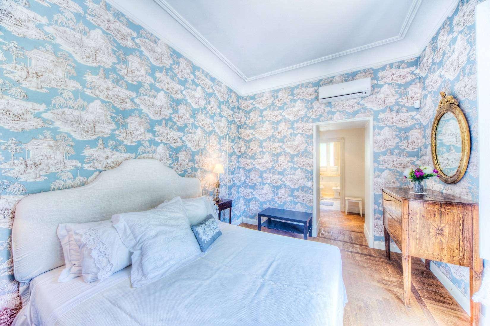 10 Rose Double bedroom