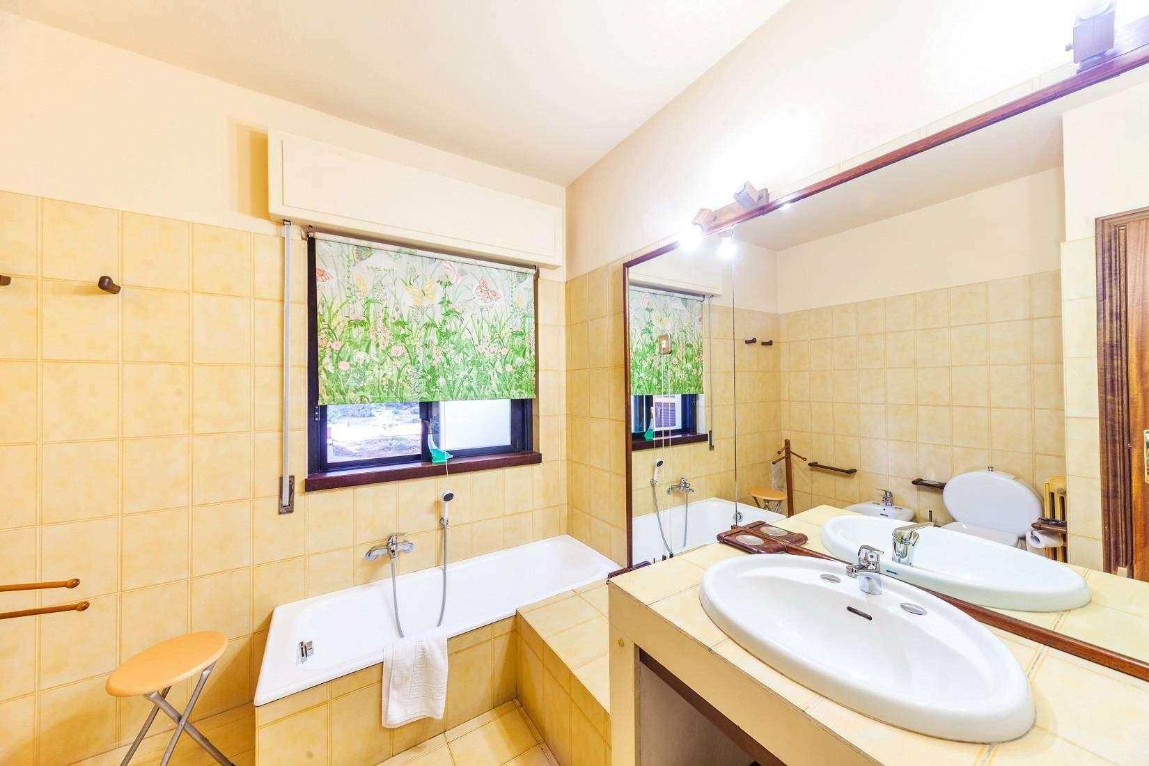 11 Forest Bathroom