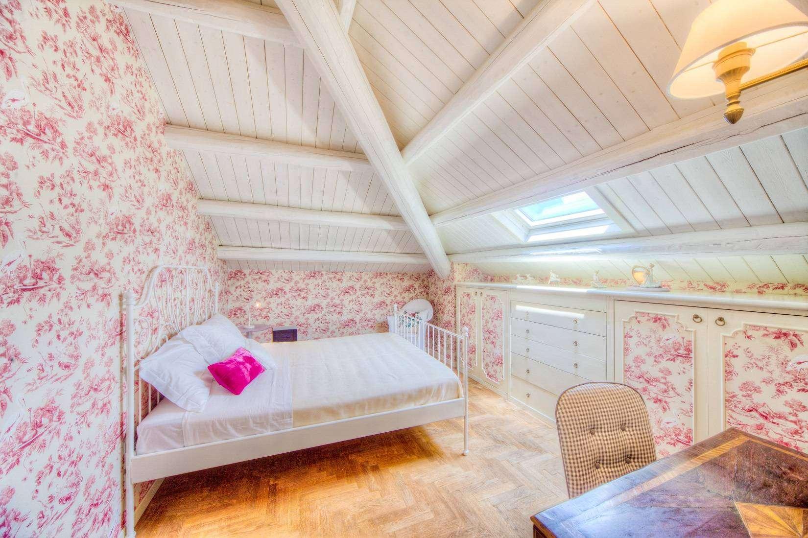 11 Rose Double bedroom