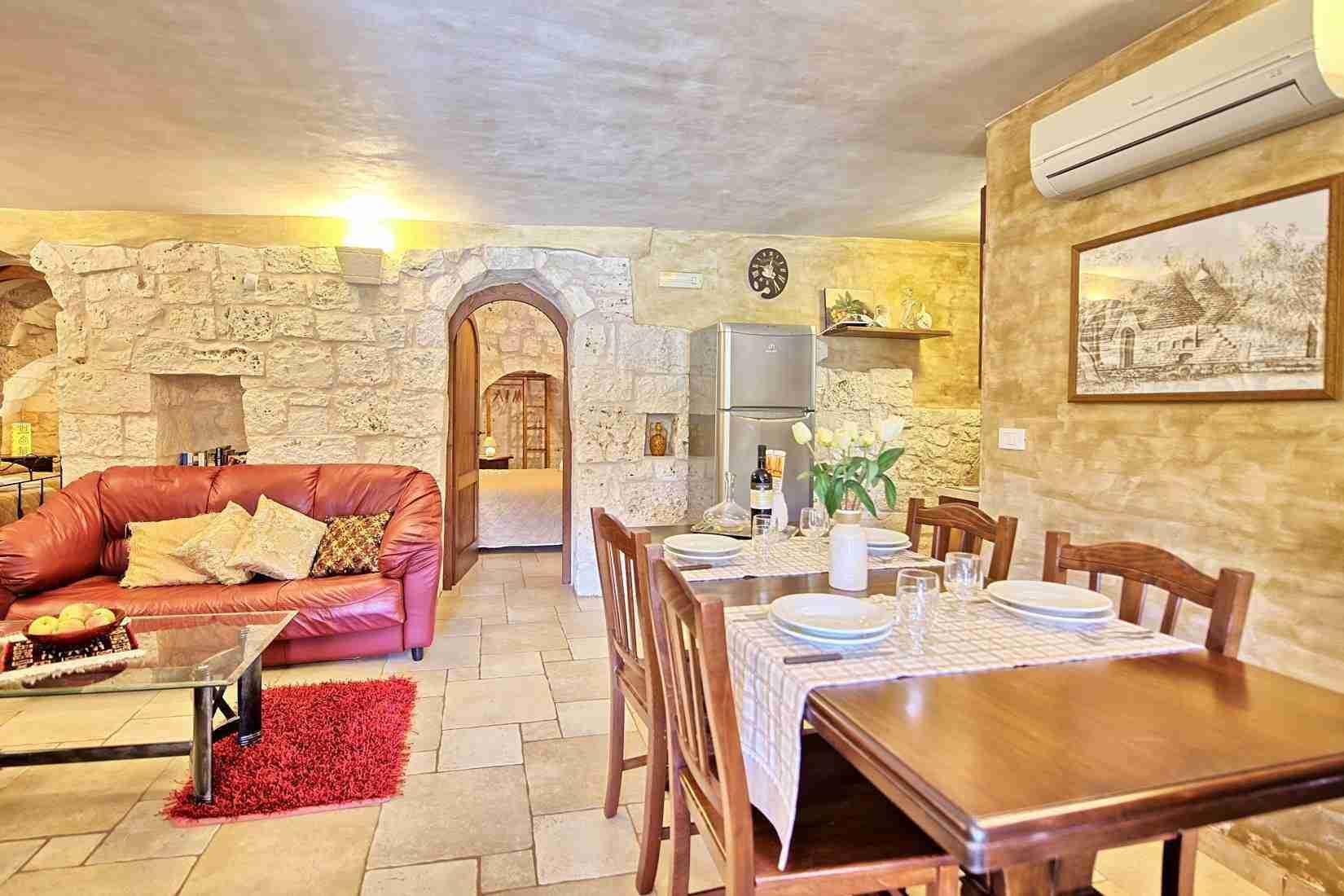 11 Sisin Living room
