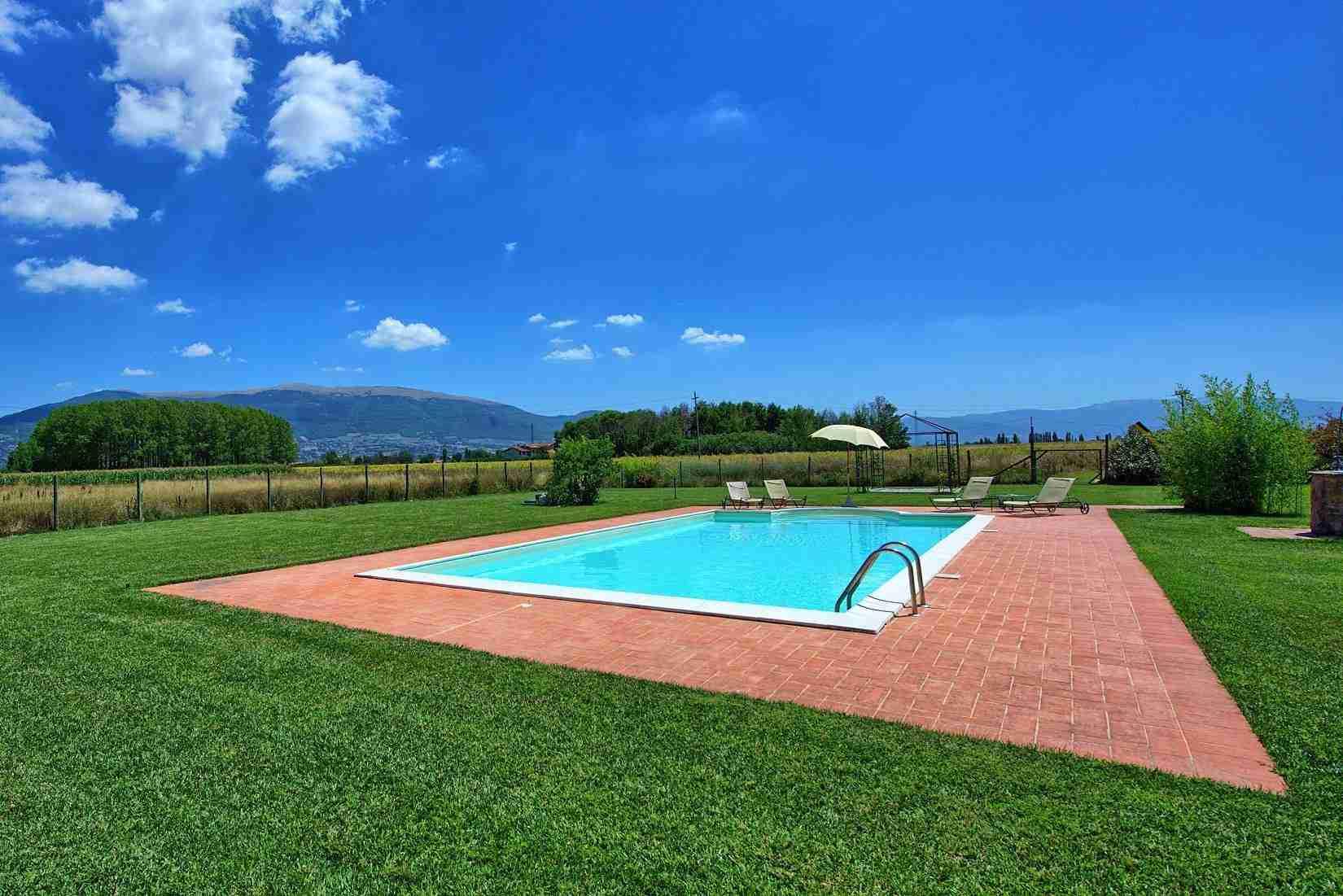 12 Assisi pool