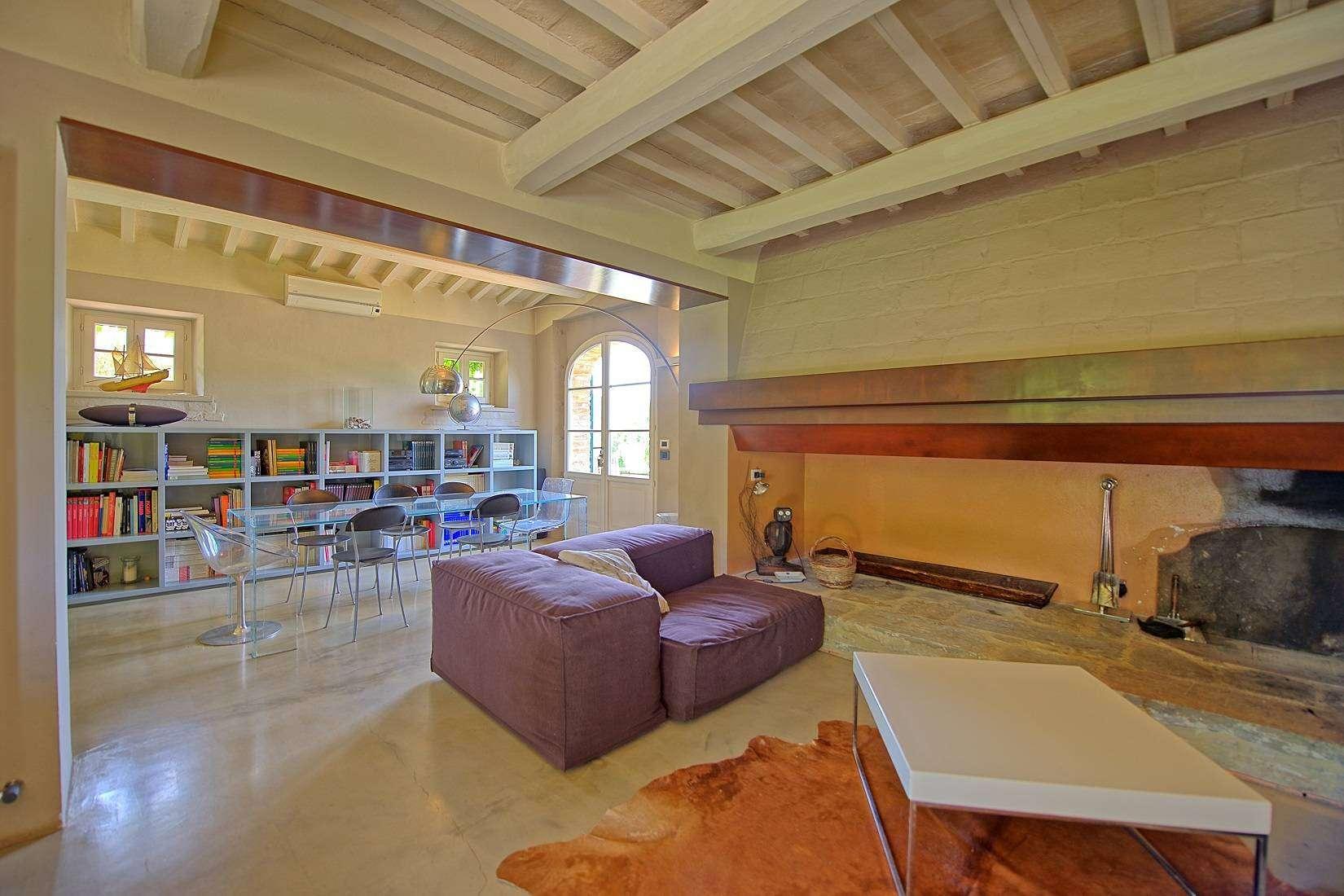 12 Jacopo Living room