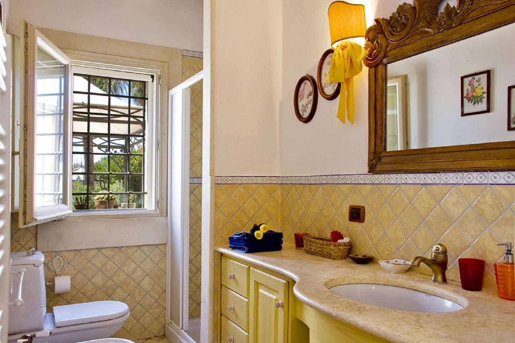 12 Lucia Bathroom