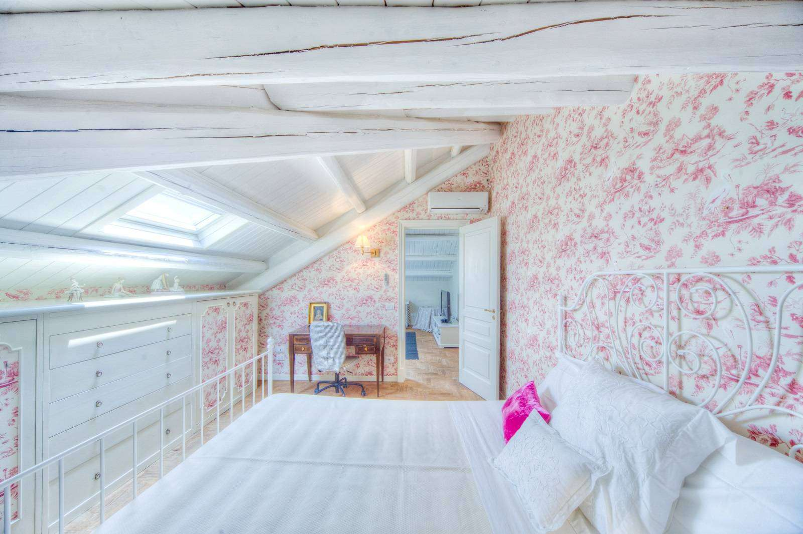 12 Rose Double bedroom