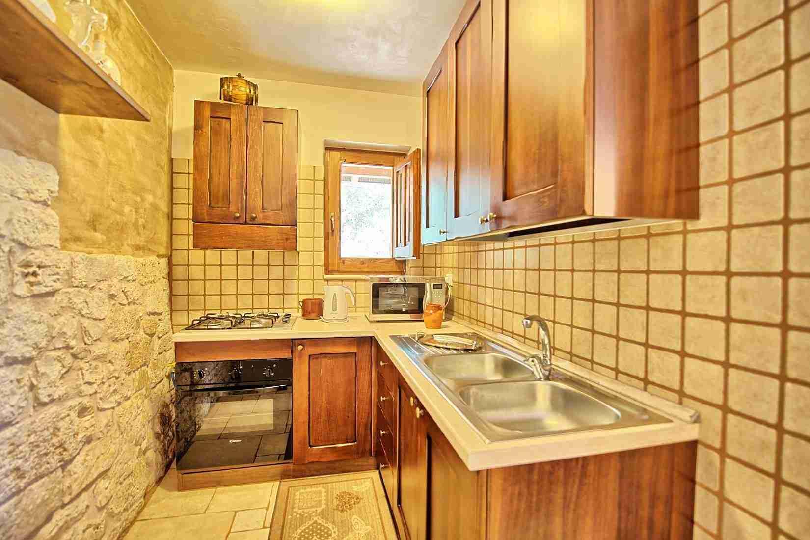 12 Sisin kitchen