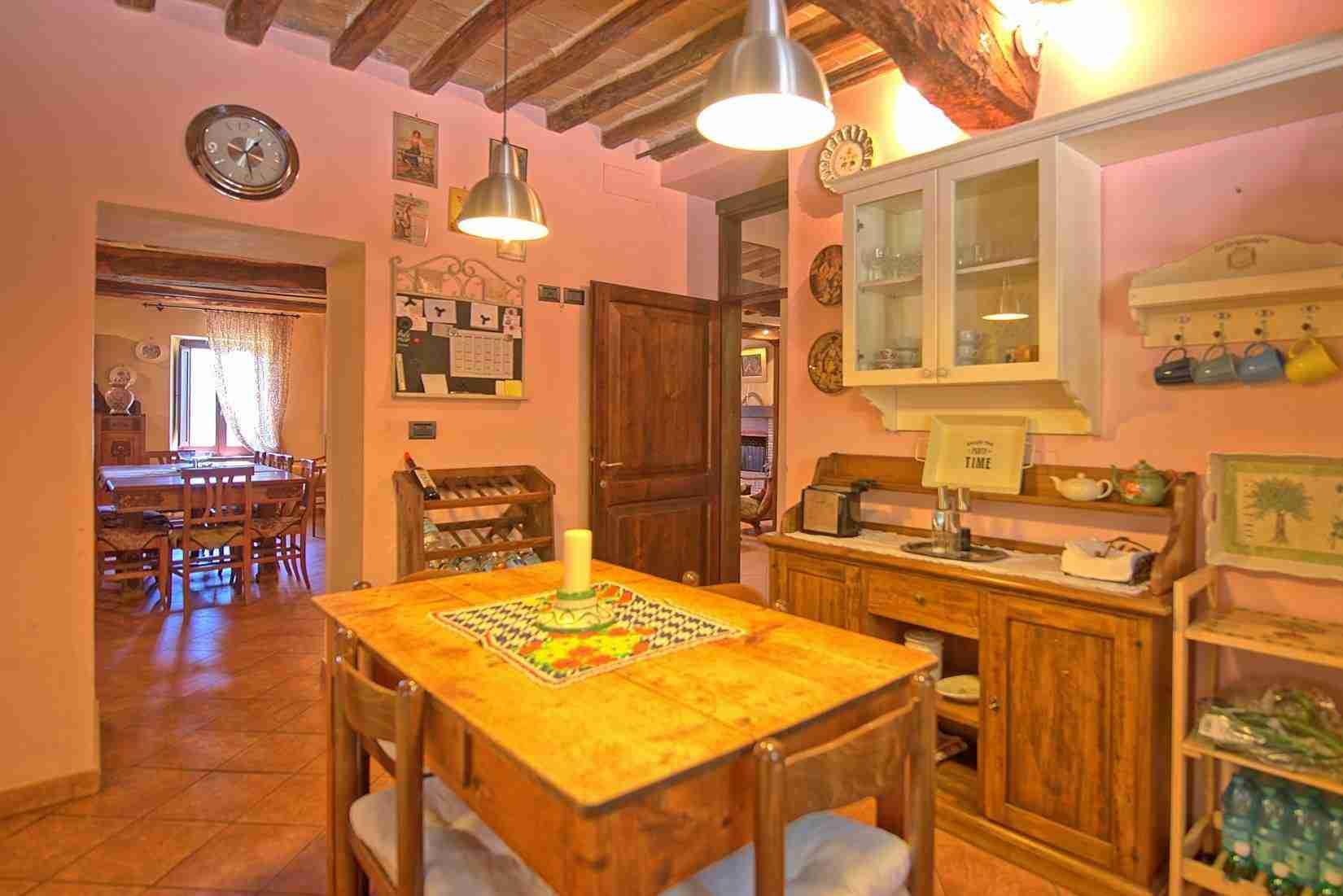 13 Clara kitchen