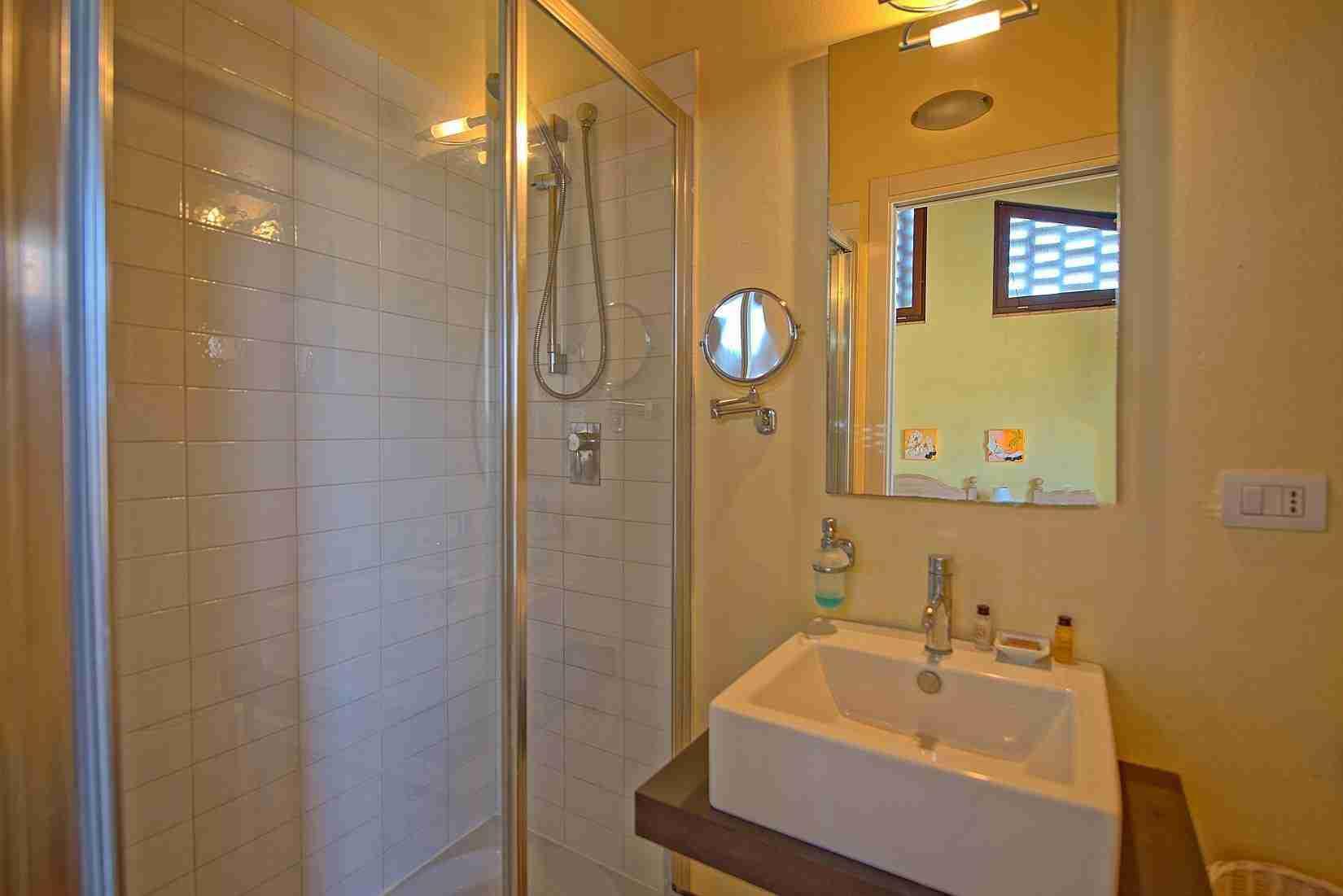 13 Ranieri bathroom
