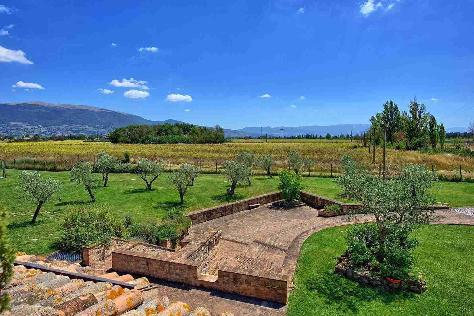 14 Assisi garden