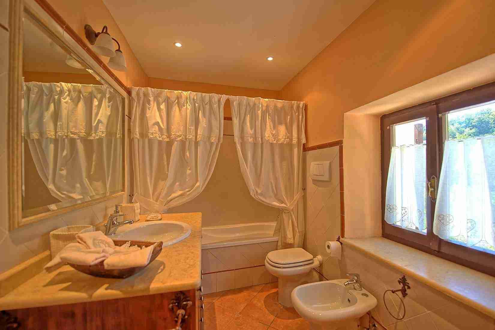 14 Clara bathroom
