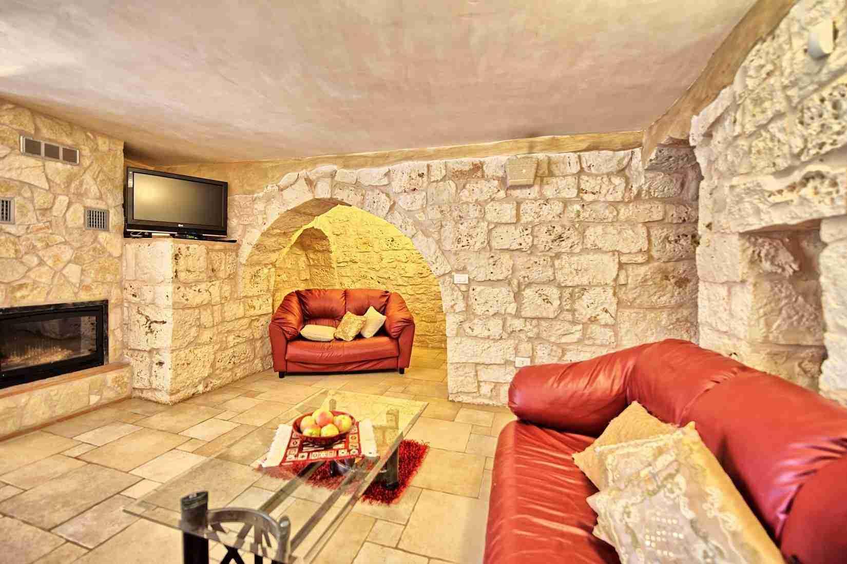 14 Sisin living room