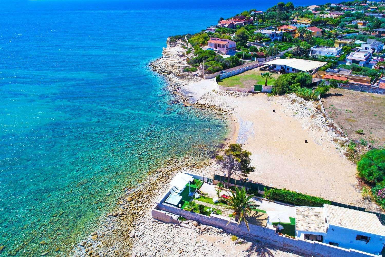 15 Avola Beach