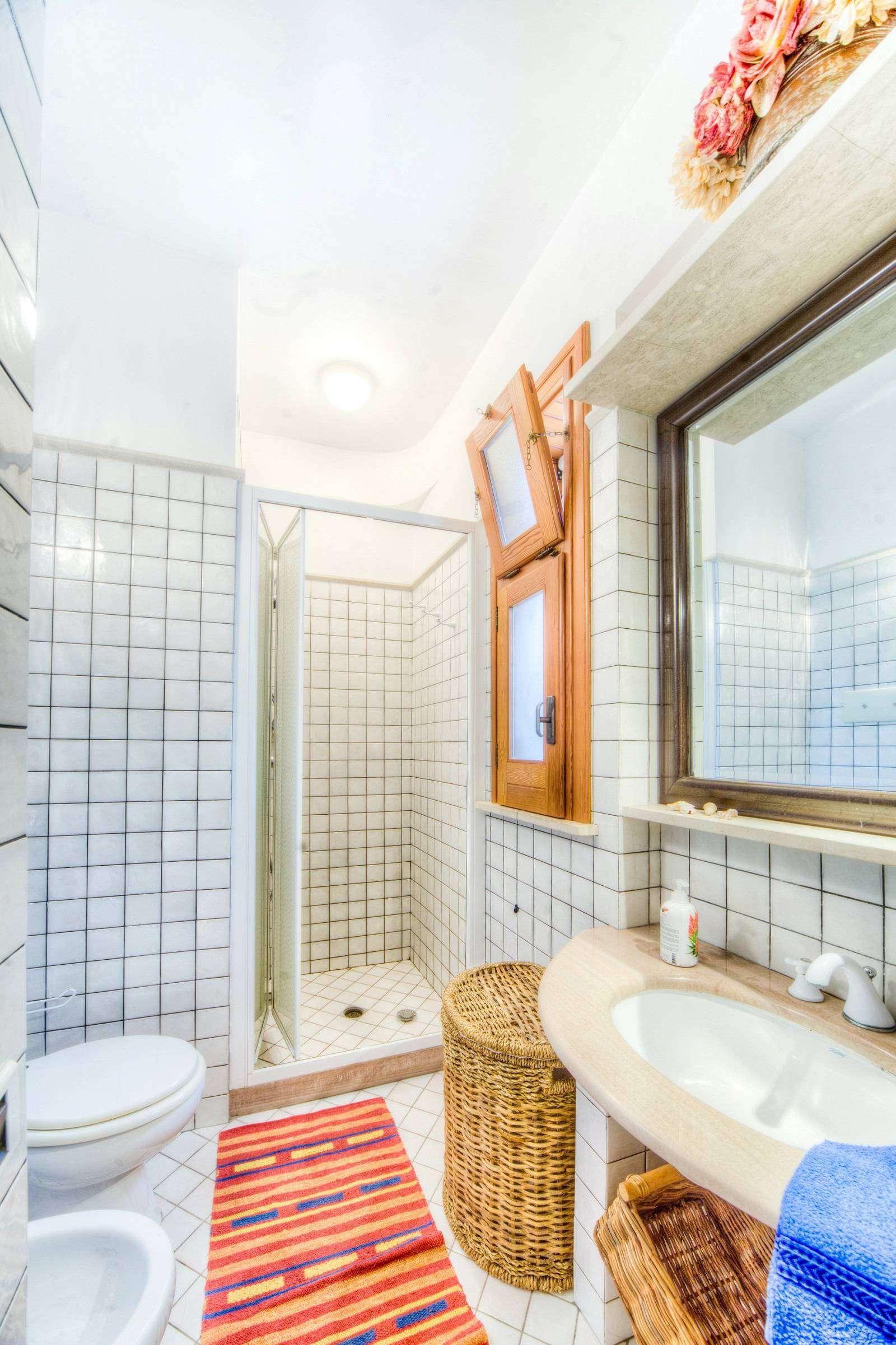 15 Brucarella Bathroom