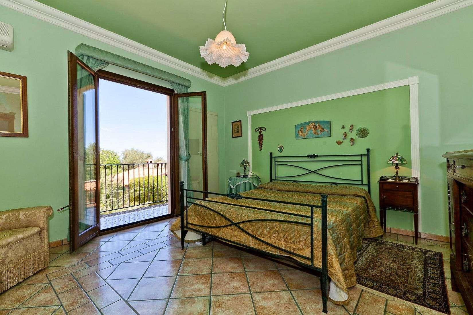 15 Carta Double Bedroom
