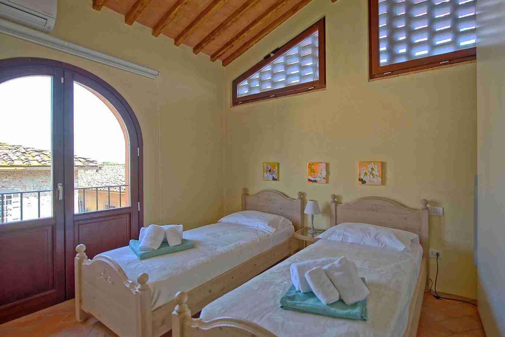 15 Ranieri twin bedroom