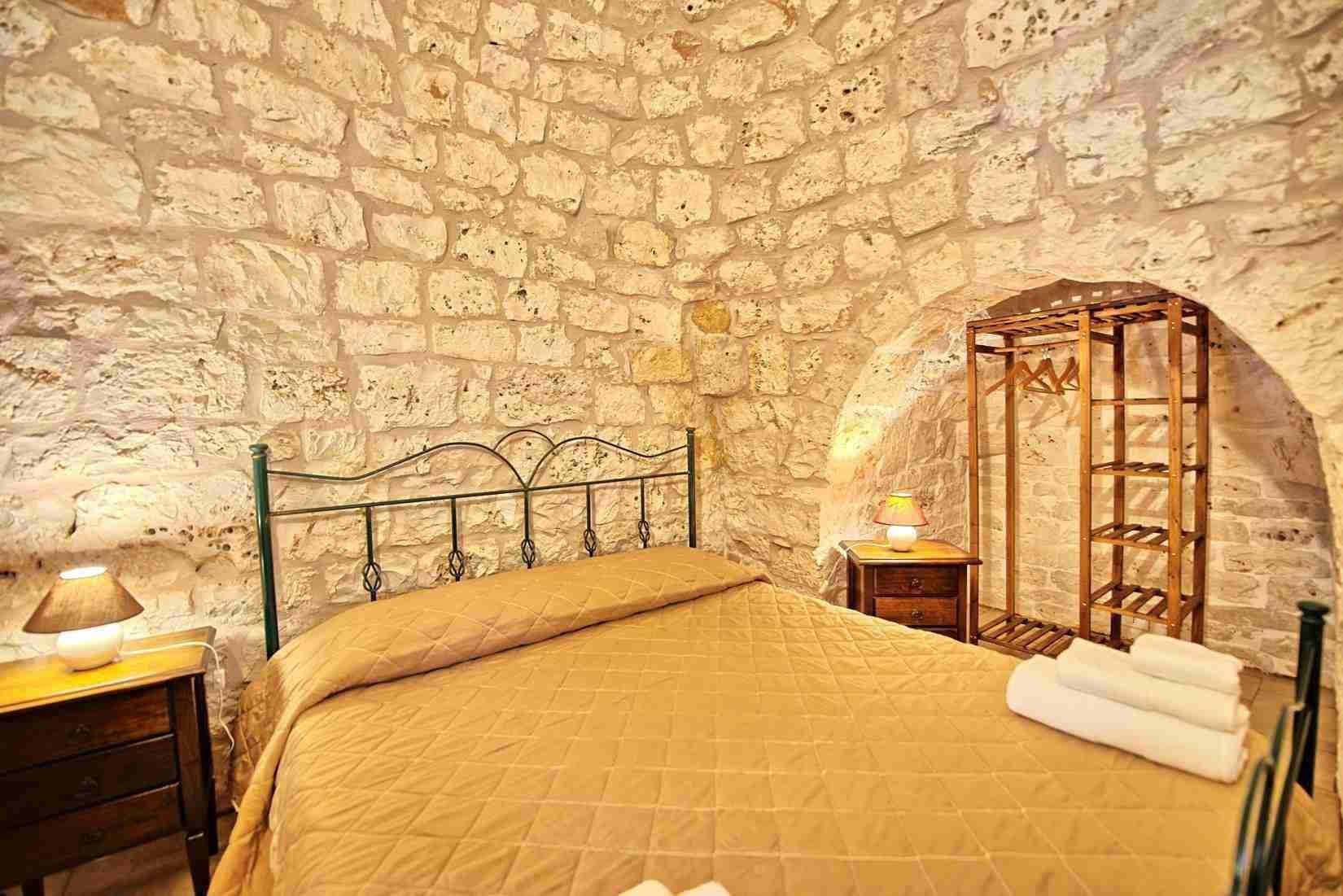15 Sisin double bedroom