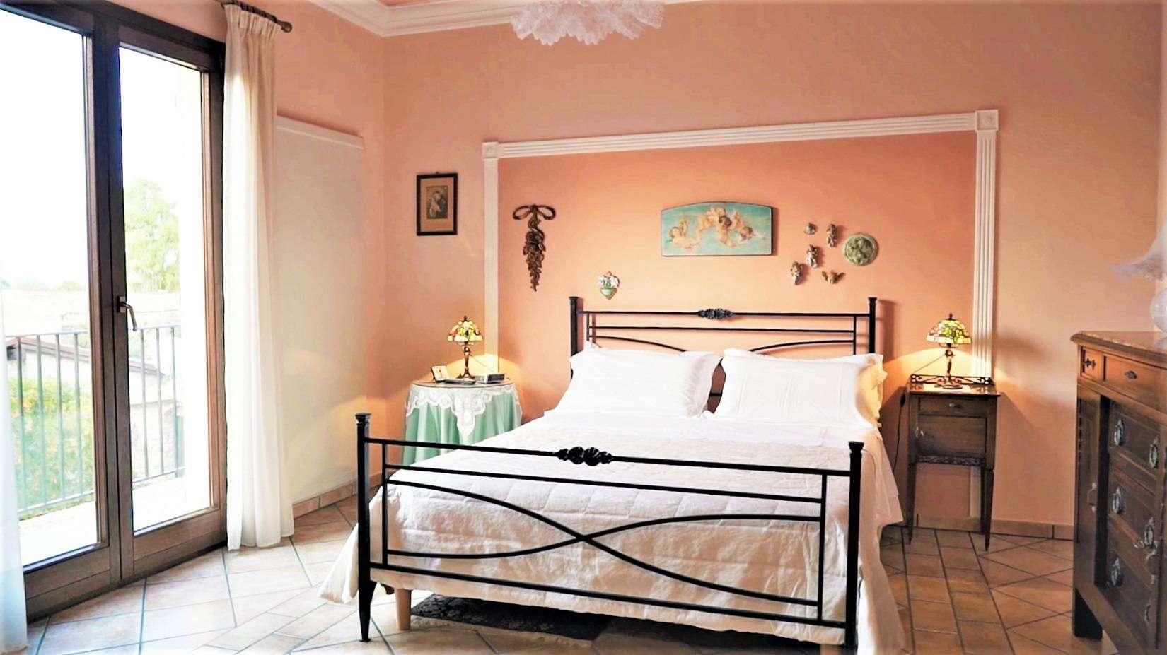 16 Carta Double Bedroom