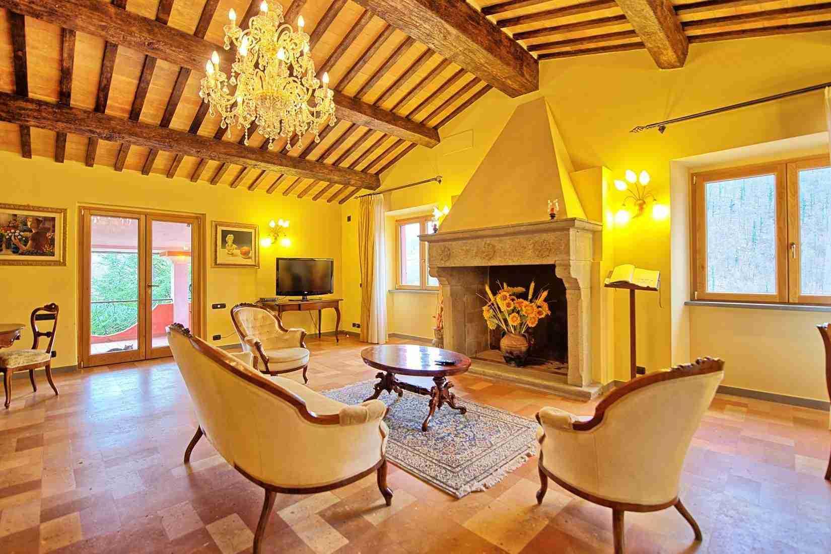 16 Etruria living room