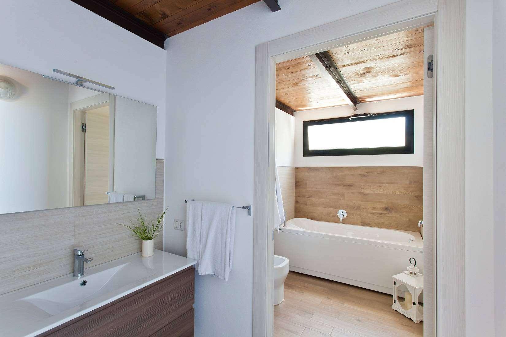 16 Infinity En-suite Bathroom