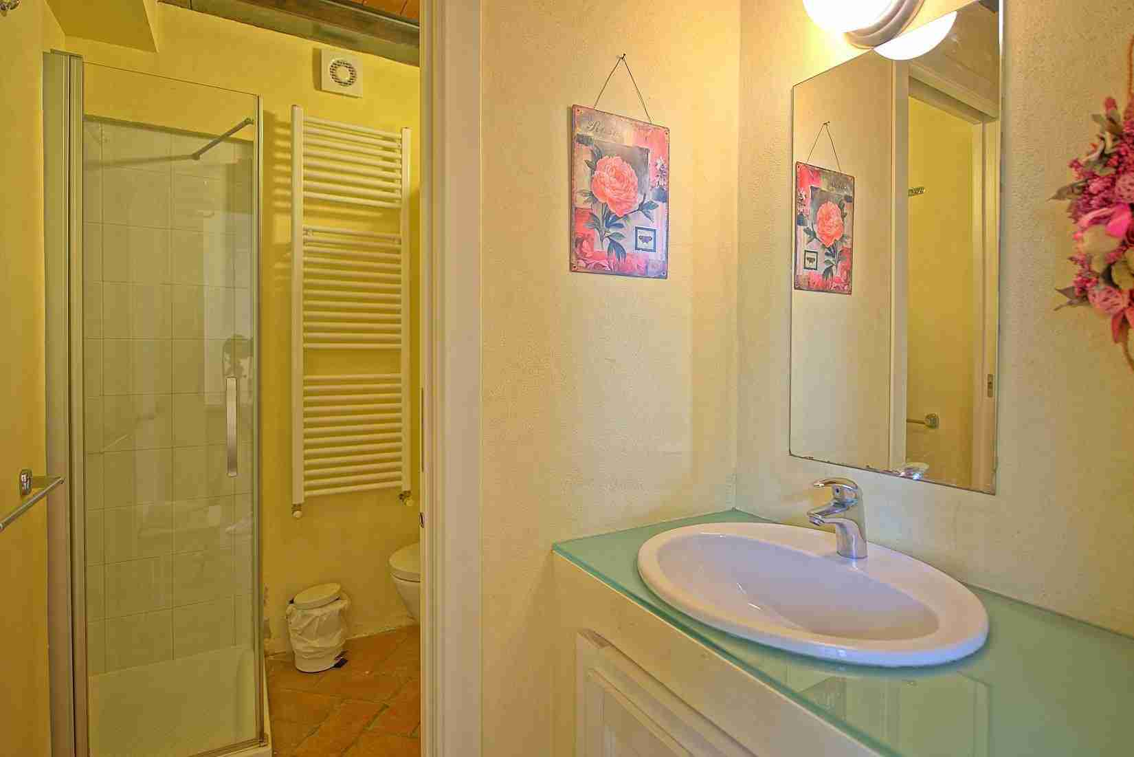16 Ranieri bathroom