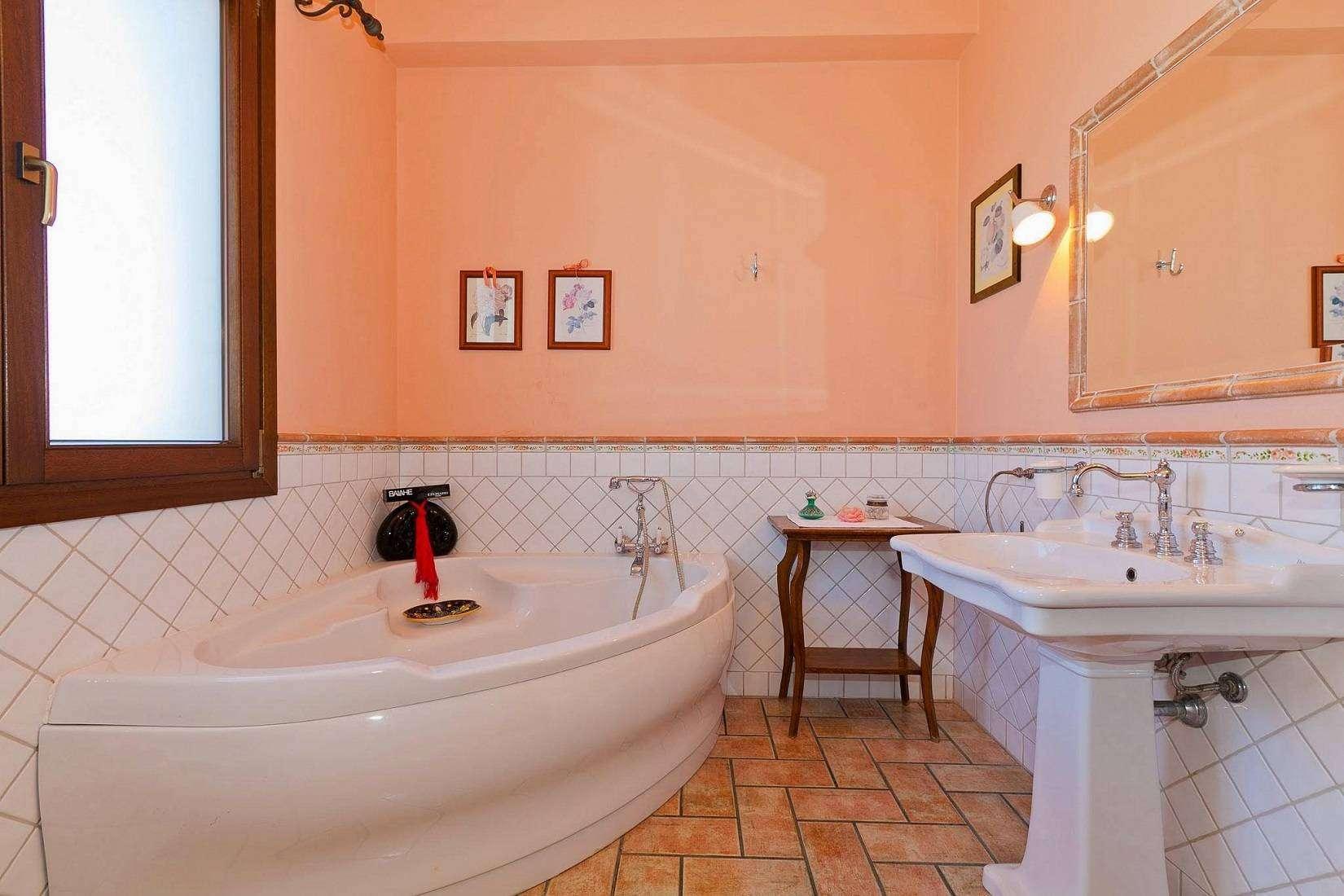 17 Carta Bathroom