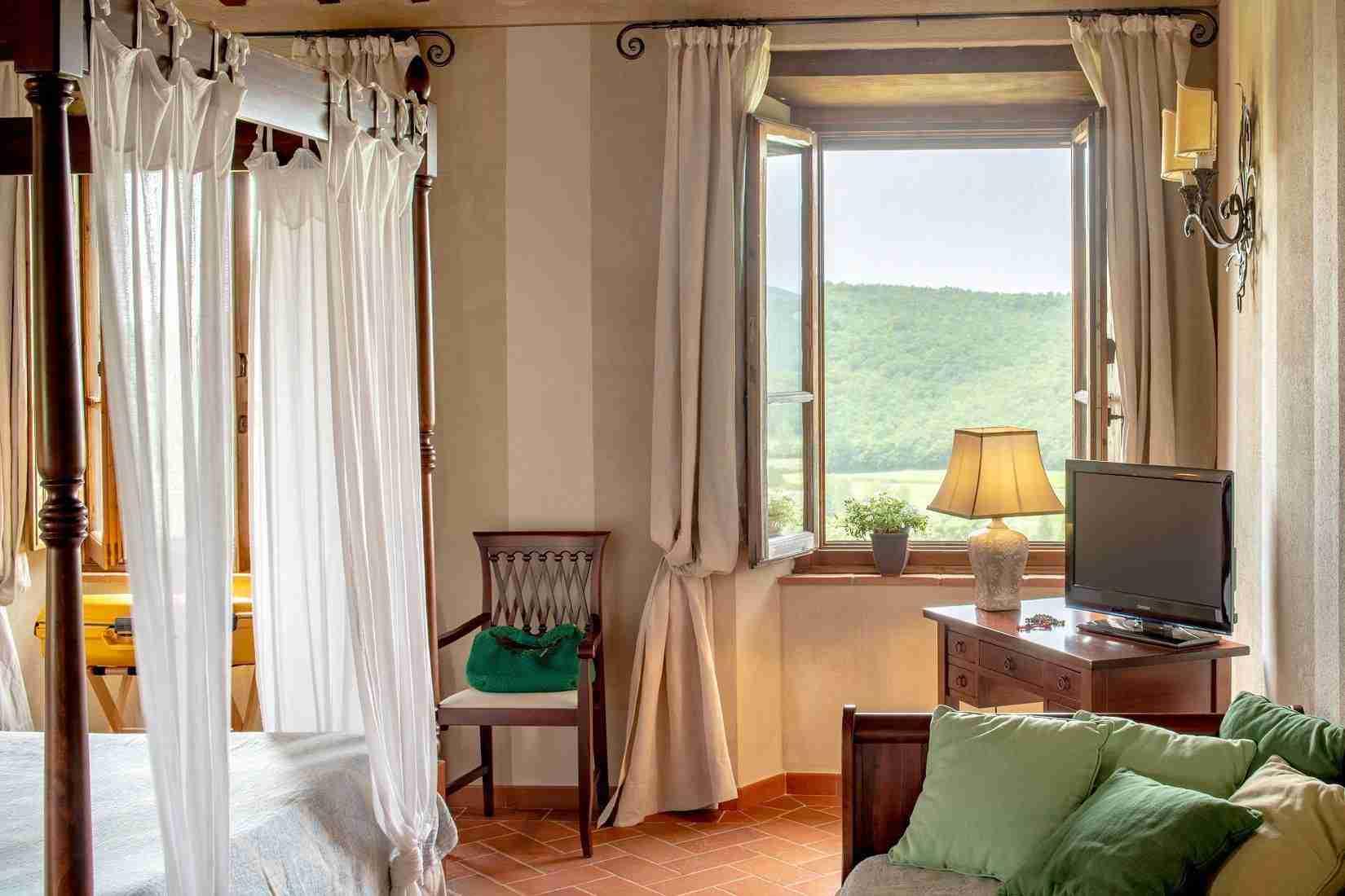 16 Fiorenza Bedroom Details