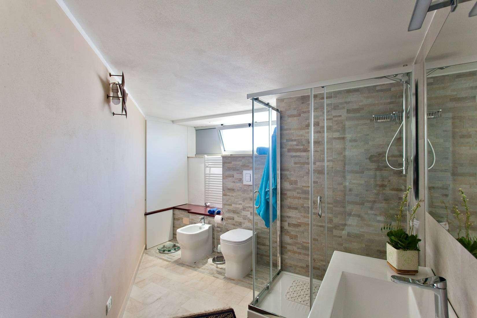 18 Infinity Bathroom