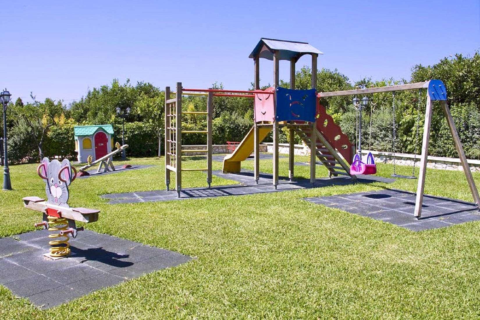 18 Lucia Playground