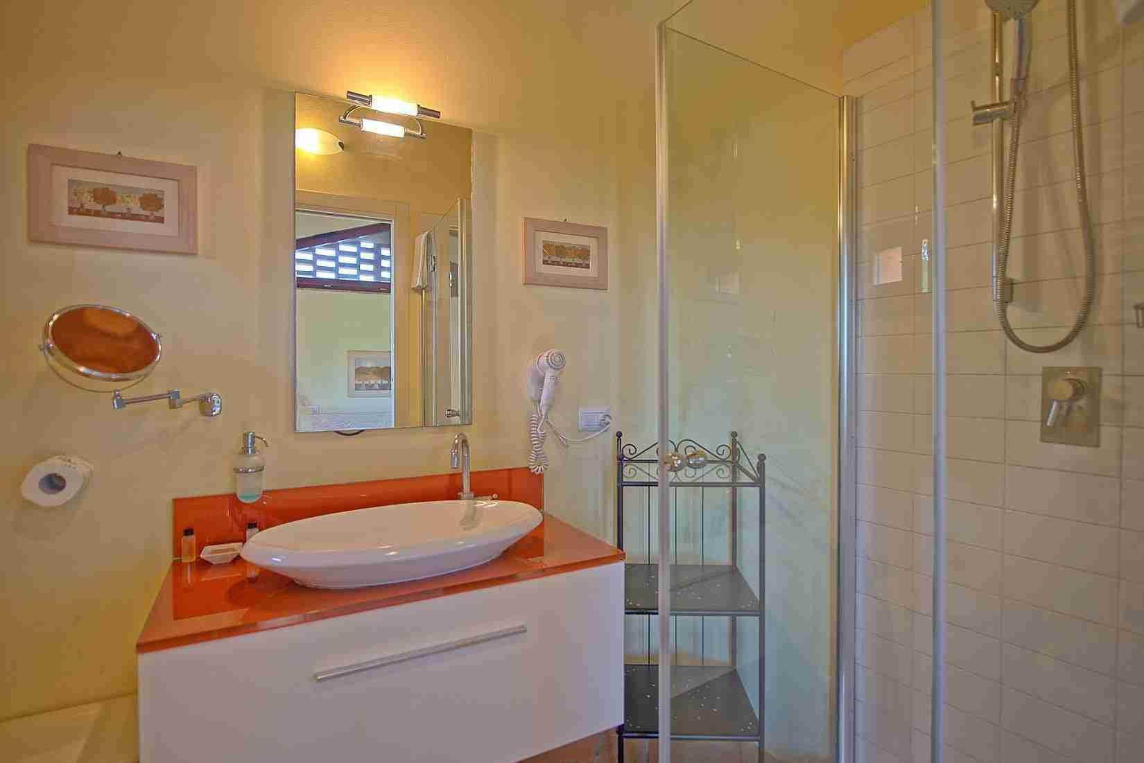 18 Ranieri bathroom