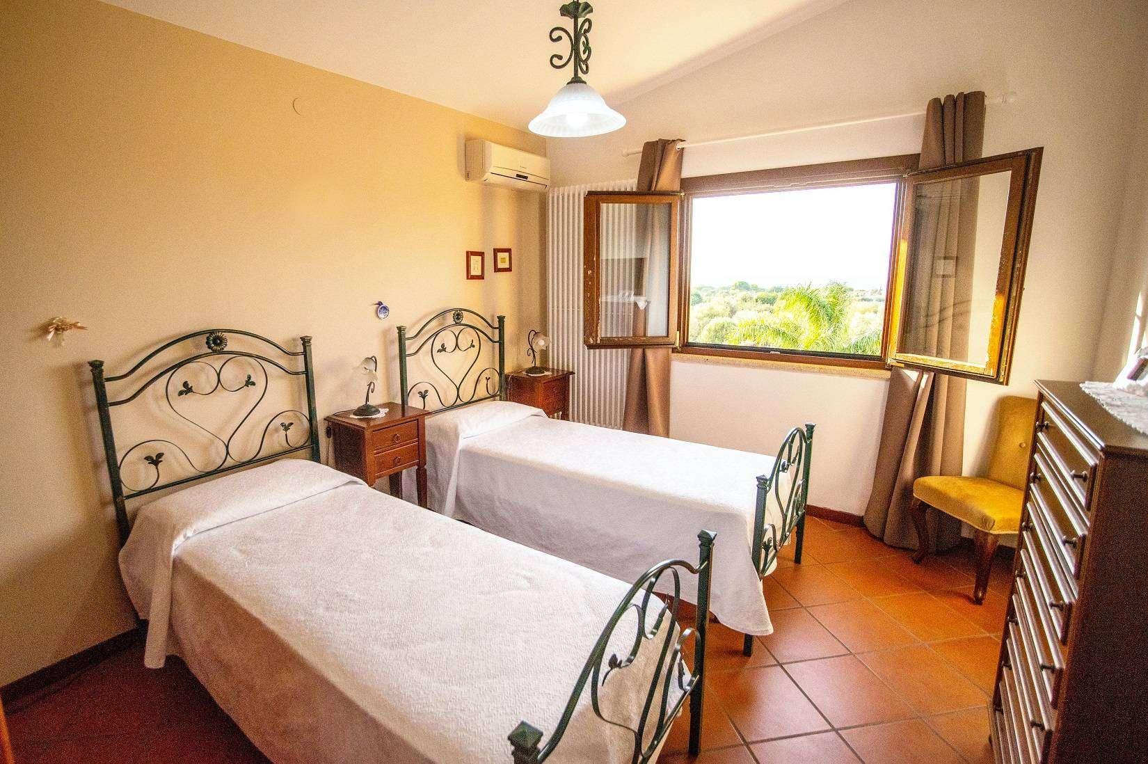 19 Carta Twin Bedroom