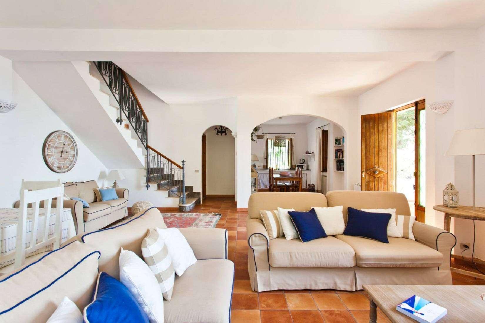2 La Rocca Living room