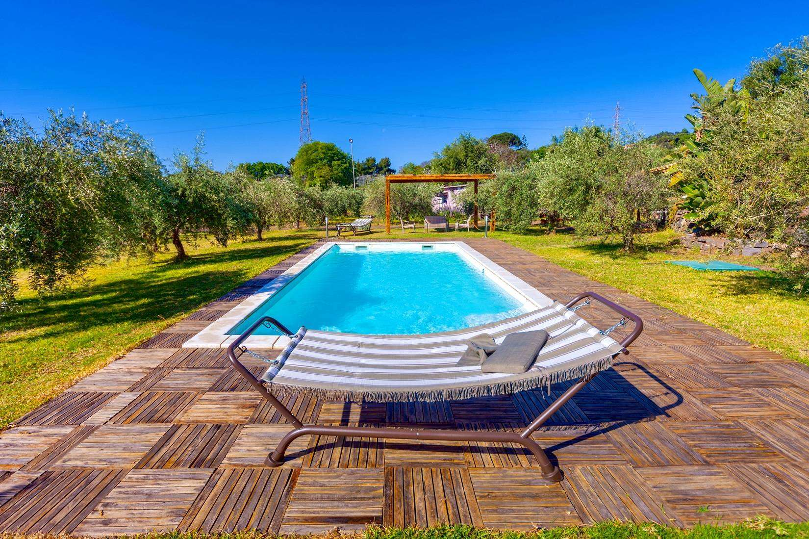 2 Rustica Pool