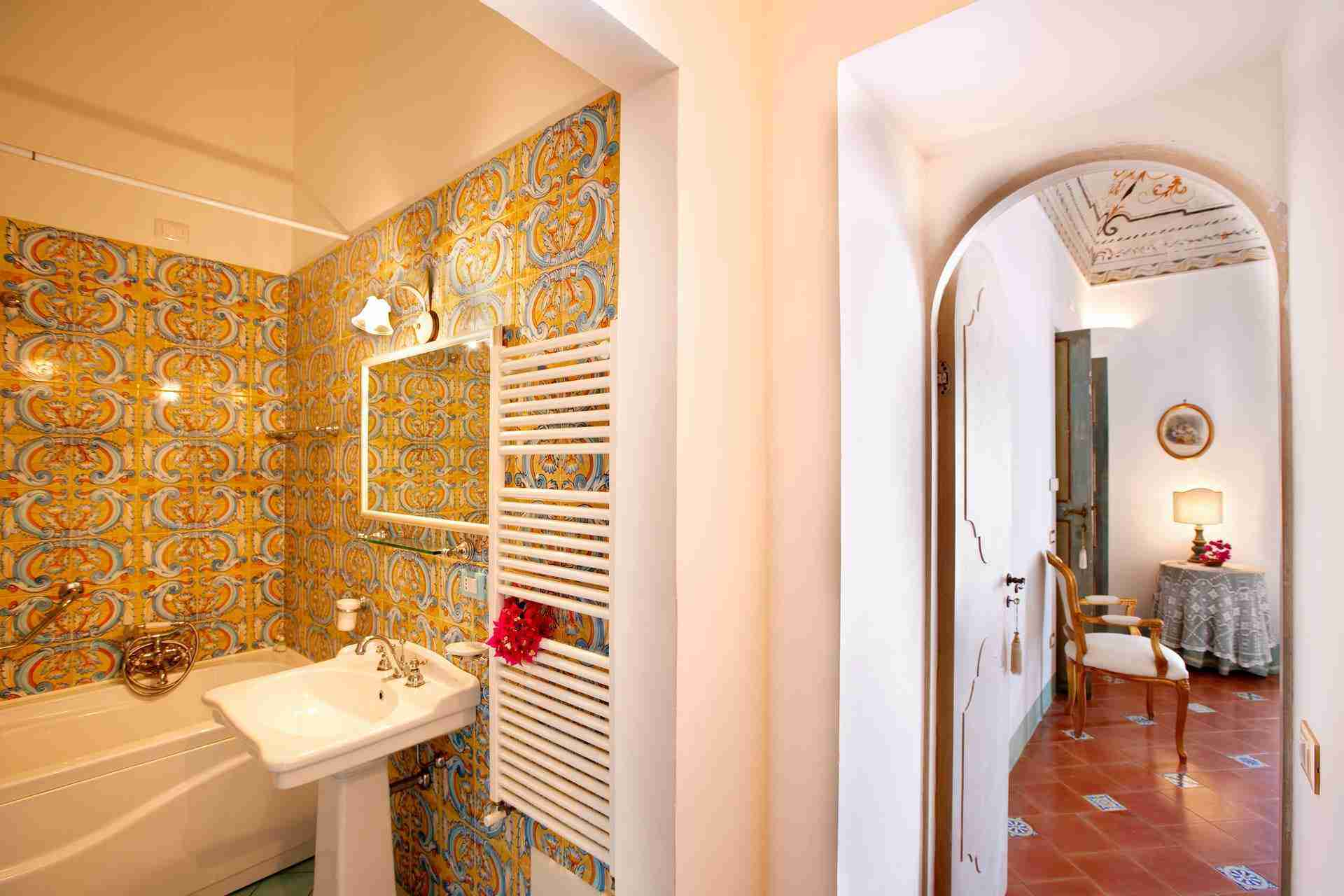22 Positano bathroom