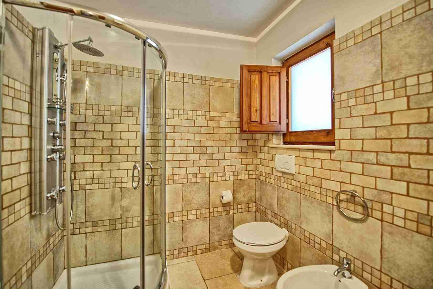 20 Sisin bathroom
