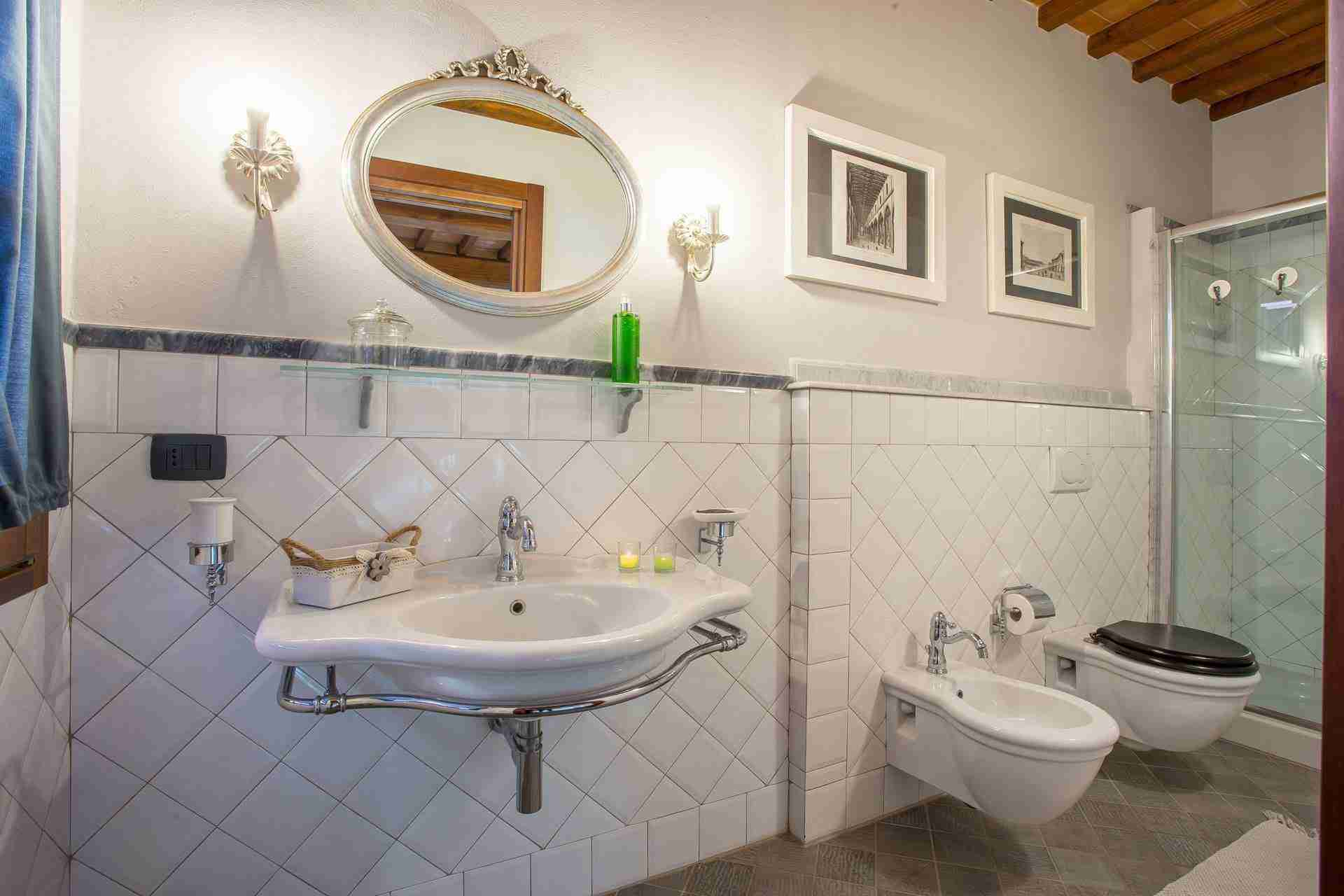 17 Dante bathroom