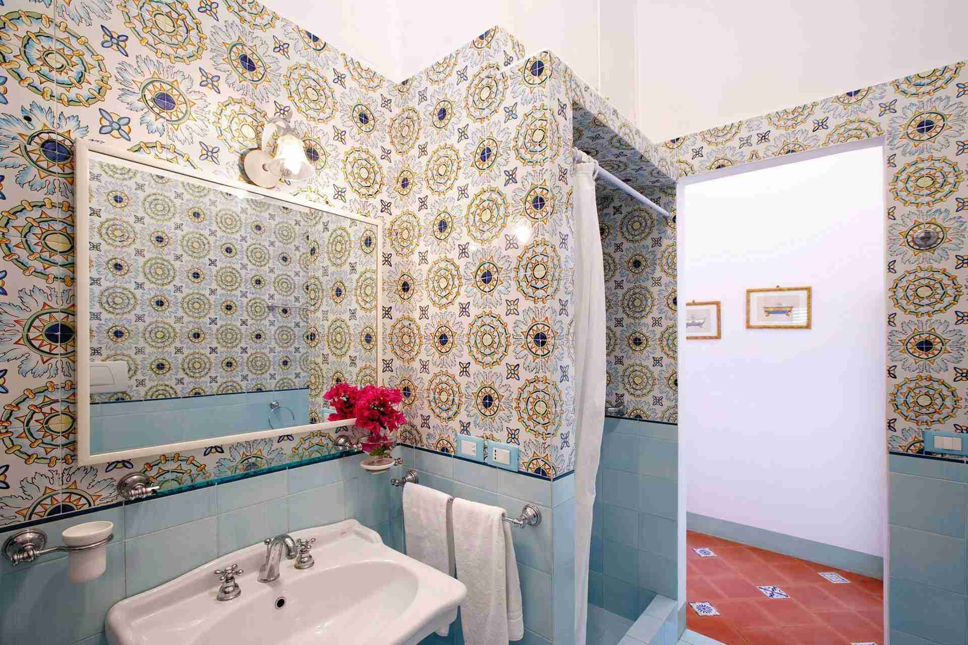 23 Positano bathroom