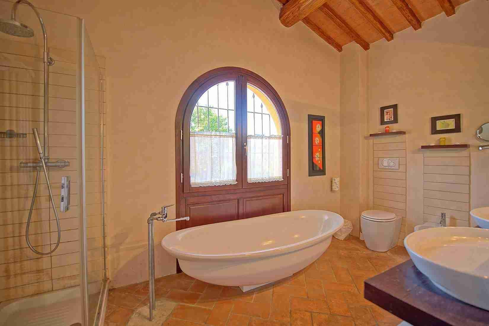 21 Ranieri bathroom