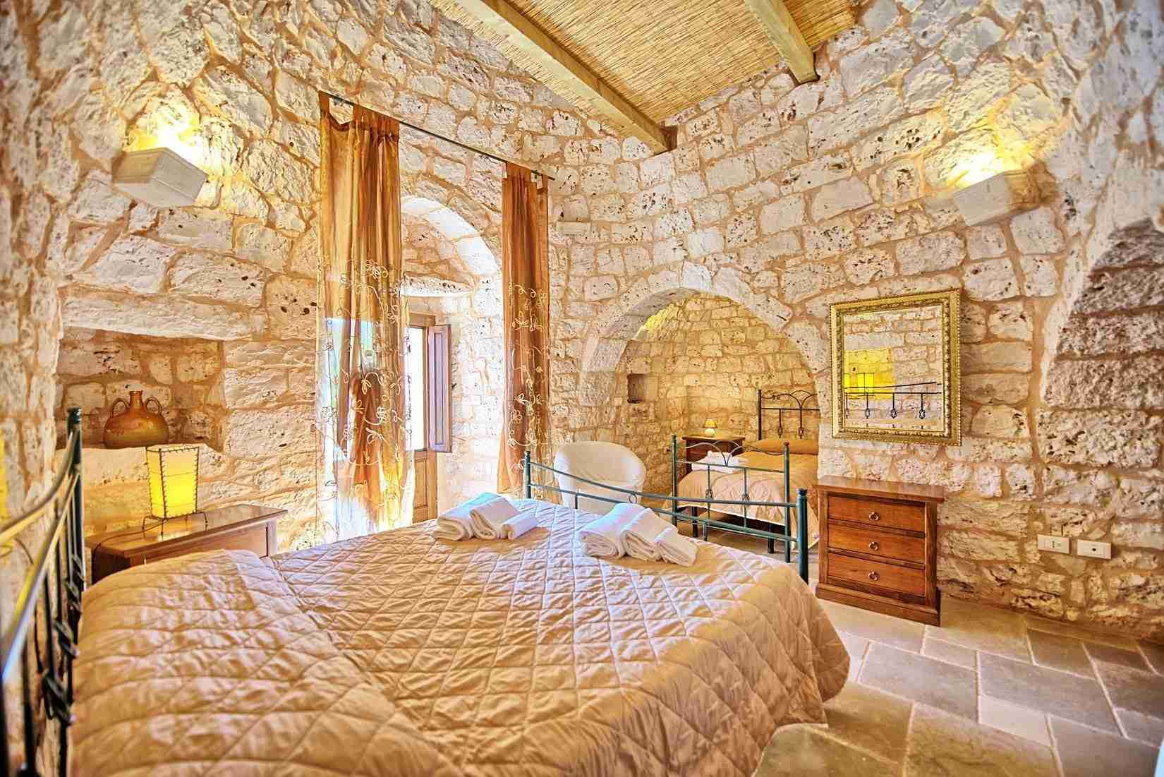 21 Sisin triple bedroom