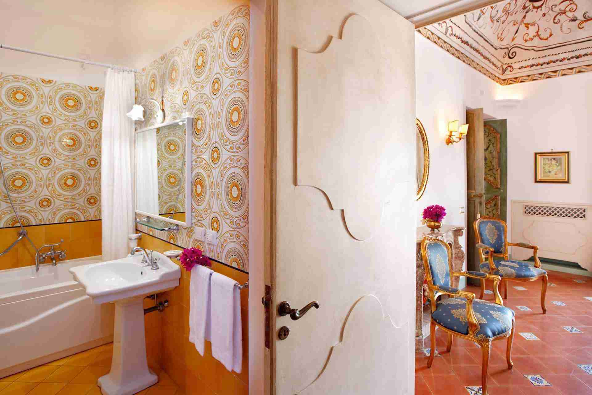 24 Positano bathroom